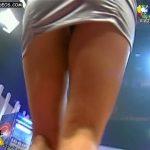 Andrea Ghidone en mini : upskirt y pezones en Animales Sueltos