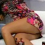 Mariana de Melo muy sexy en Animales Sueltos (vestido cortísimo)