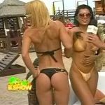 Paola Miranda y Andrea Ghidone (tremendos culos playeros en bikini !)