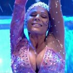 Iliana Calabro in Bailando 2016 (hot cleavage aquadance)