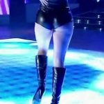 Barby Silenzi in Bailando 2016 (booty in black leather shorts)
