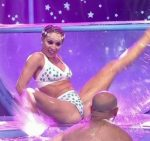 Barby Reali aquadance duel in Bailando 2015 (sexy body)