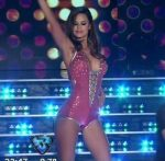 Maria del Mar in Bailando 2016 (fit and curvy body brunette)